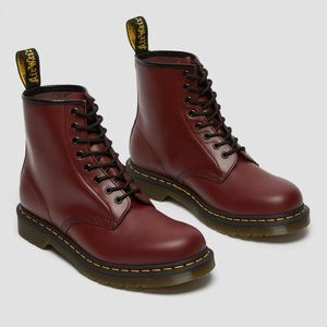 NWT Dr Martens classic 8 hole Flat Maroon Boots